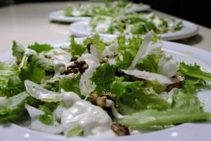 Salata verde cu nuci si branza