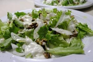 Salata de ceapa cu nuci si branza