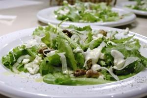 Salata de ceapa cu nuci