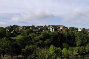 Un sat vazut dintr-un alt sat, ca intre vecini