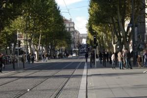 Marsilia - Unul dintre bulevardele pline de magazine
