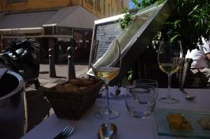 Marsilia - Pe terasa, inainte de servirea mesei
