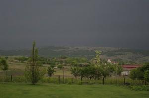Nori negri ce prevestesc furtuna care va fi