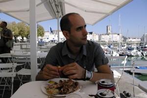 Relaxare pe o terasa in La Rochelle