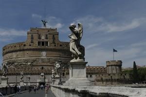 Castelul Sant Angelo, contruit in antichitate si folosit de Papi ca refugiu