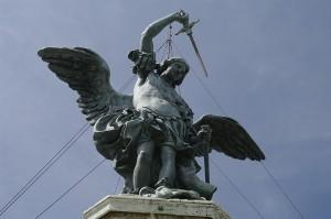 Arhanghelul Mihail apara castelul cu sabia lui