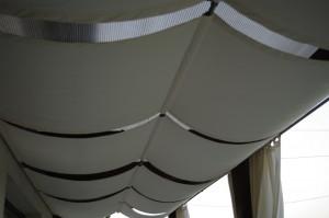 """Panzele de pe """"tavan"""" au rolul de a ascunde policarbonatul"""