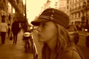 Un an mai tarziu, pe strazile pariziene