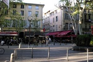 Cours Mirabeau cu platani si terase