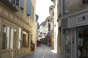 Strada in St-Remy-de-Provence - de data asta, soare