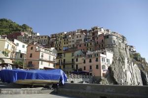 Satul vazut de jos, din micul port