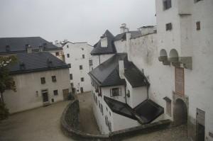 In curtea castelului
