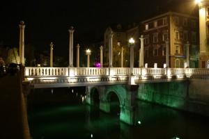 Poduri luminate noaptea