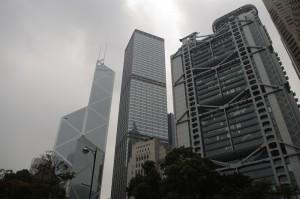 In stanga - Banca Chinei, in dreapta - Banca HSBC