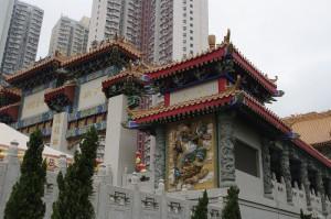 Templul Wong Tai Sin este construit intre blocurile de locuinte din Noul Kowloon