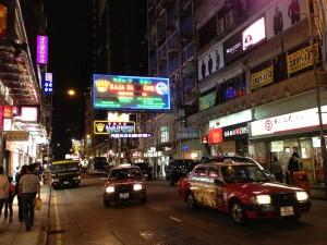 Taxiurile rosii ocupa strazile dupa lasarea serii
