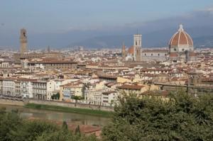 Florenta si raul Arno vazute din Piazzale Michelangelo