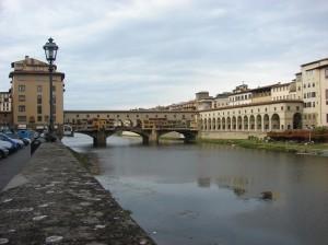 Ponte Vecchio si atelierele micute de bijutieri