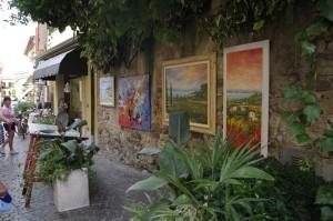 Galerii cu vitrina la strada