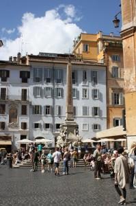Piata din fata Pantheon-ului