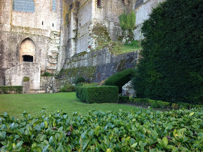 Zidurile solide arata ca manastirea a fost pregatita si pentru razboi