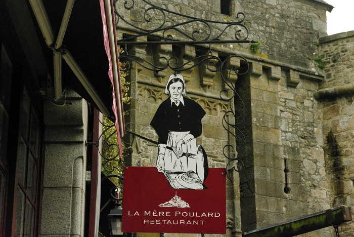 La Mere Poulard pregateste omleta pufoasa