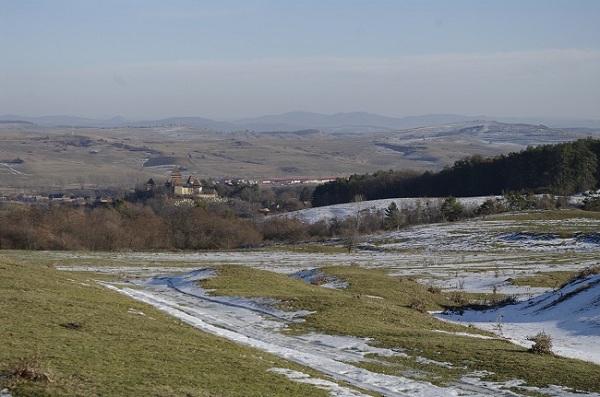 Biserica Fortificata si satul vazute de pe deal