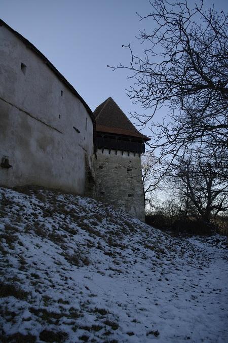 De jur-imprejur, ziduri albe