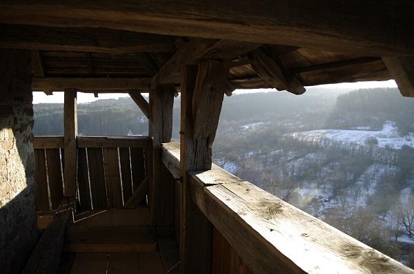 Din turnul Bisericii, satul se arata in lumina soarelui