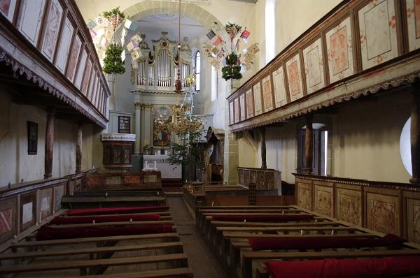 Interiorul micutei Biserici Fortificate