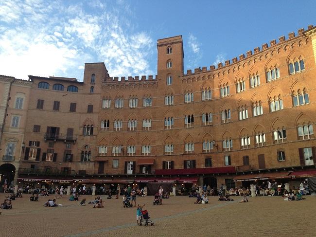 Siena si Piazza del Campo