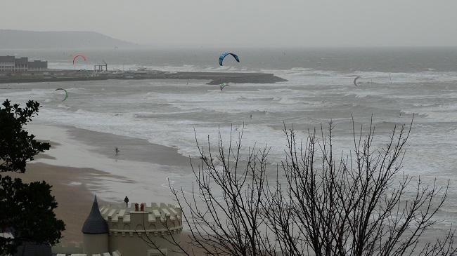 Plaja din Trouville, batuta de vant si valuri