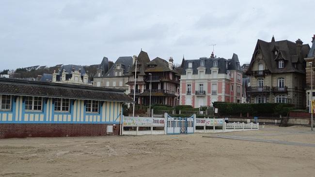 Trouville - Cladiri de pe marginea plajei